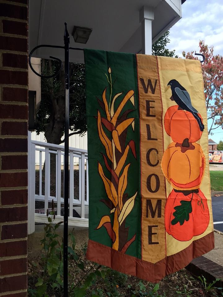 BEAUTIFUL LARGE FALL WELCOME FLAG APPLIQUÉ FALL FLAG BY BALD EAGLE FLAG STORE FREDERICKSBURG VA USA (540) 374-3480 PHOTOGRAPH BY BALDEAGLEINDUSTRIES.COM