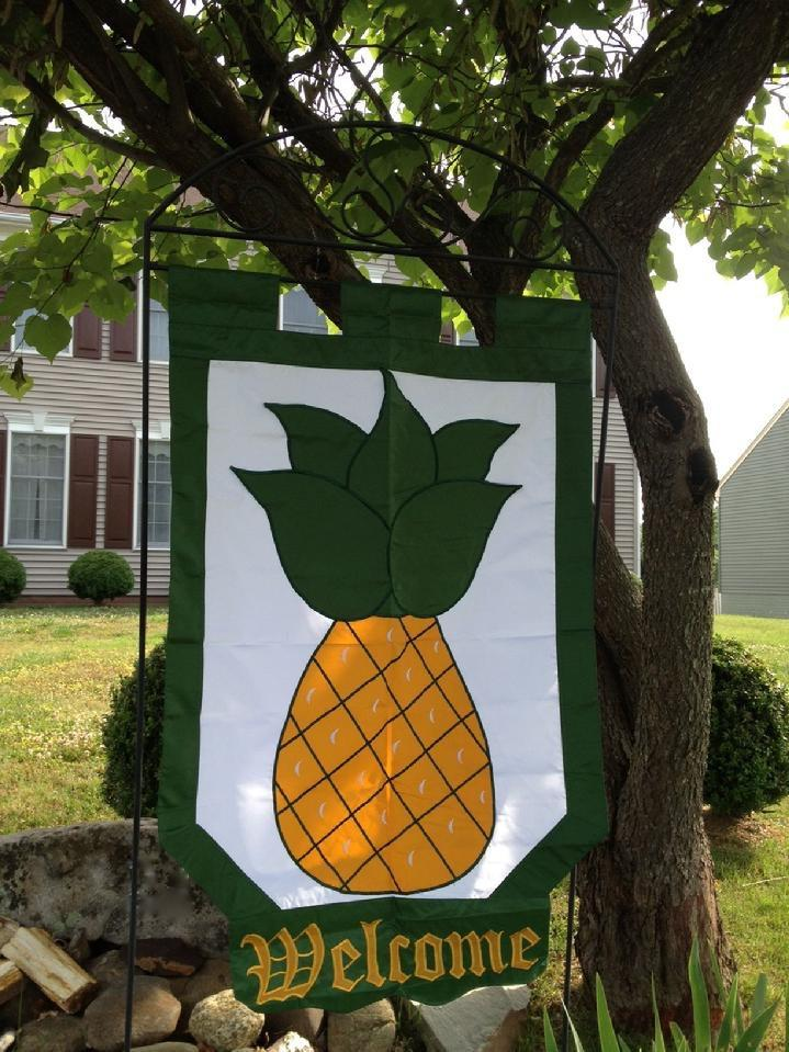 COLONIAL PINEAPPLE WELCOME FLAG SALES WILLIAMSBURG PINEAPPLE FLAG SALES BY BALD EAGLE FLAG STORE FREDERICKSBURG VA USA 540-374-3480 PHOTOGRAPH BY BALDEAGLEINDUSTRIES.COM
