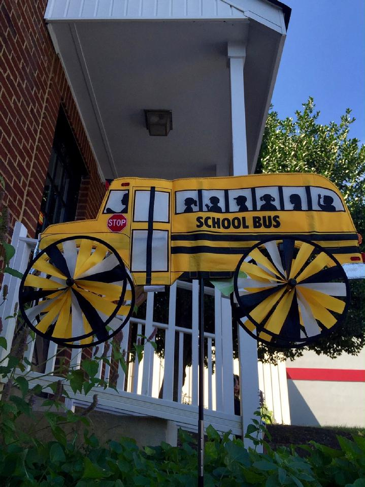 SCHOOL BUS SPINNER, WIND SPINNER, WINDGARDEN SPINNER SALES BY BALD EAGLE FLAG STORE FREDERICKSBURG VA USA, 540-374-3480 PHOTOGRAPH BY BALDEAGLEINDUSTRIES.COM